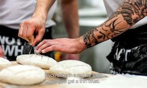 Här är en film om brödbakning.